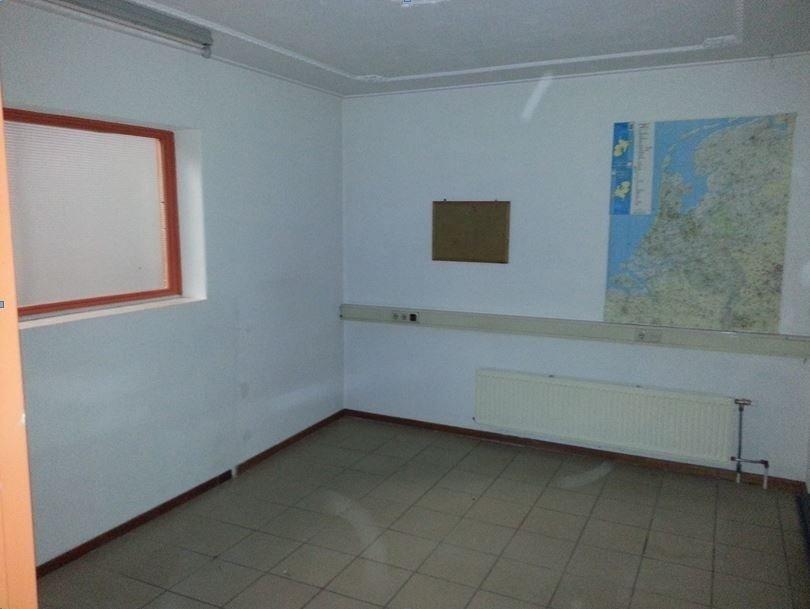 Kantoor met bedrijfshal toilet en 4x parkeerruimte 160m2 - Kantoor met geintegreerde opslagruimte ...